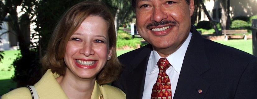 الدكتور أحمد زويل وززجته السورية ديما كريمة الدكتور شاكر الفحام.